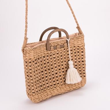 Ψάθινη τσάντα με ξύλινα χερούλια