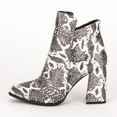 Ankle boots με μοντέρνο τακούνι