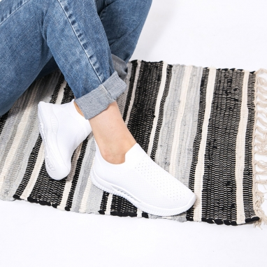 Slip on sneakers με διχρωμία στη σόλα