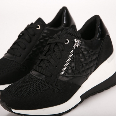 Sneakers πλατφόρμα με καπιτονέ σχέδιο