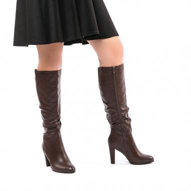 Μπότες με χοντρό τακούνι και σούρα