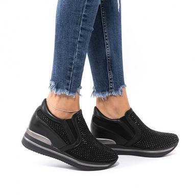 Μαύρα sneakers με τρουκς και εσωτερικό τακούνι