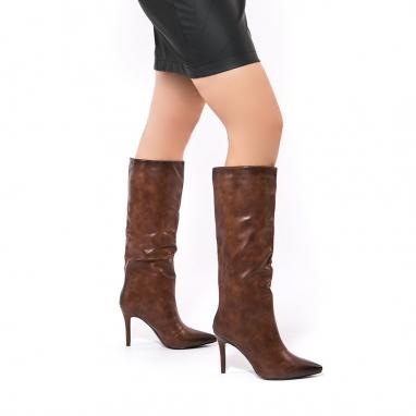Μυτερές μπότες με λεπτό τακούνι
