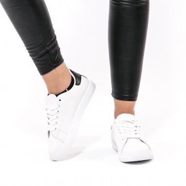 Λευκά sneakers με μαύρη λεπτομέρεια